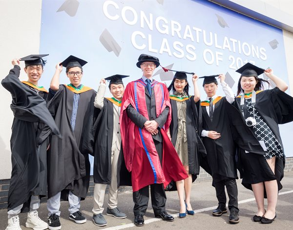 Chinese graduates opt to continue postgraduate degrees at School of Pharmacy