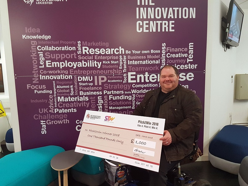 Students' business ideas win them £1,000 Students' business