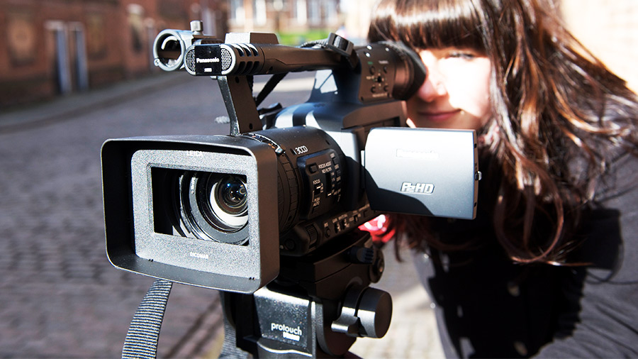 broadcast journalism career as an investigative A reporter delivers news stories to the public via television, radio,  before  broadcasting or publishing them, he or she must do investigative work to  other  job titles for this occupation include journalist, correspondent,.